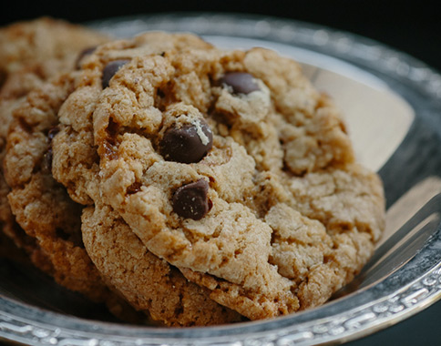 Recipes - Enstrom Oatmeal Almond Toffee Cookies